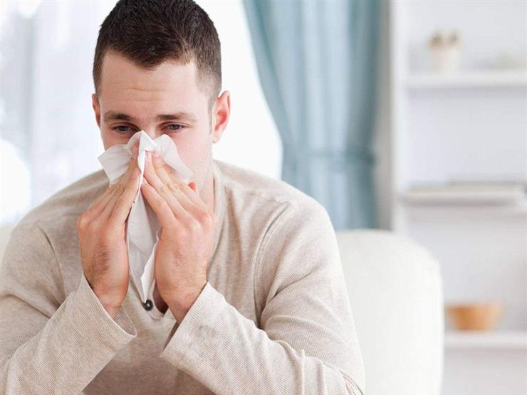 ما الفرق بين أعراض نزلة البرد العادية وفيروس كورونا؟