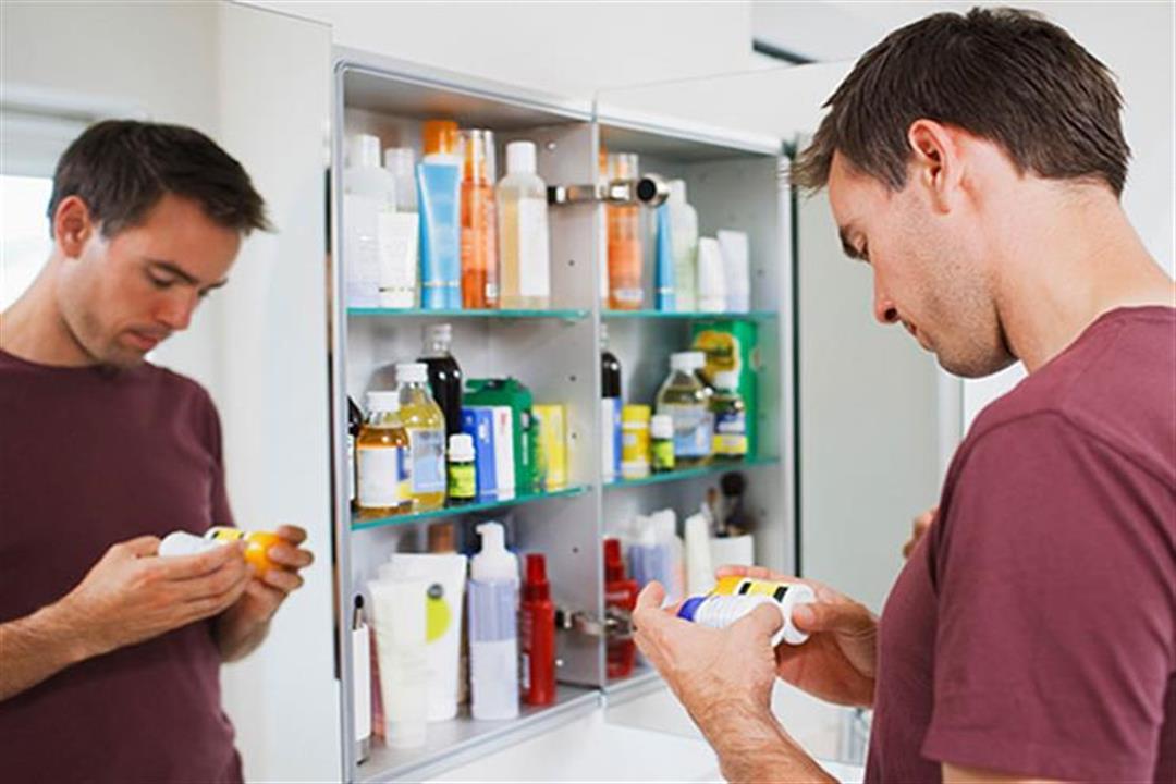 منها بودرة التلك.. 7 أغراض تهدد الصحة في صيدليتك المنزلية (صور)
