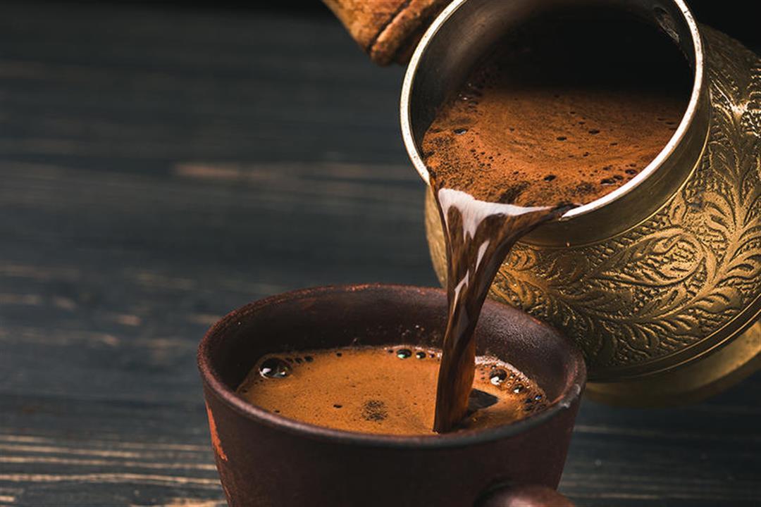 هل القهوة تسحب الماء من الجسم؟
