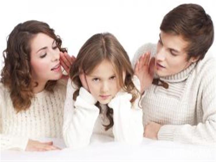 8 أخطاء يقع فيها الآباء عند تربية أطفالهم.. احذرها