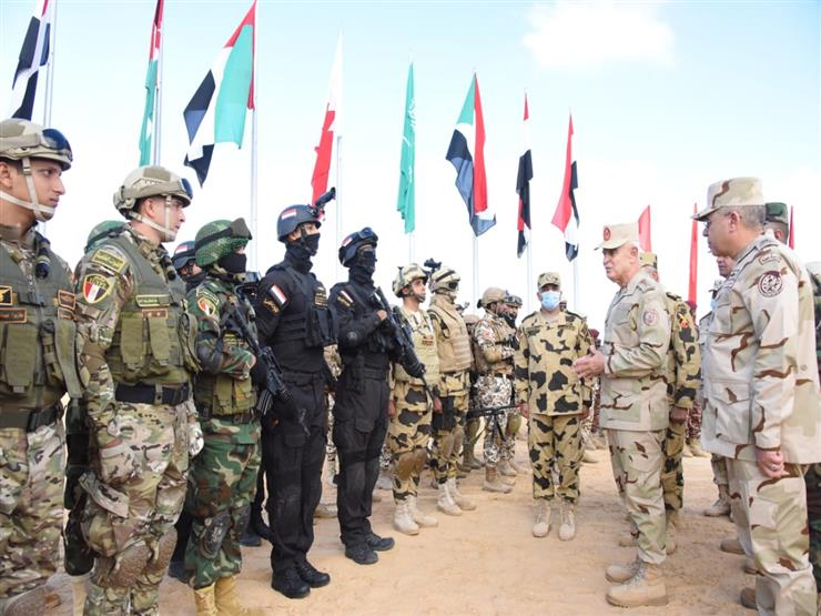 الفريق محمد فريد ورؤساء أركان الدول العربية يشهدوا المرحلة الرئيسية لتدريب