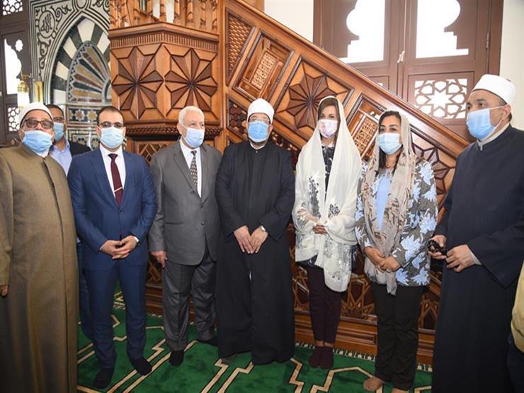 من مصلى السيدات.. وزيرة الهجرة ومحافظ دمياط تتابعان خطبة الجمعة بمسجد النخيل
