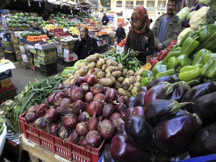 ارتفاع الطماطم والكوسة.. أسعار الخضر والفاكهة في سوق العبور اليوم