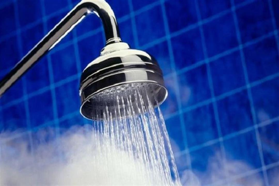 """يحفز """"هرمون السعادة"""".. 5 عجائب يفعلها الاستحمام البارد لبشرتك"""