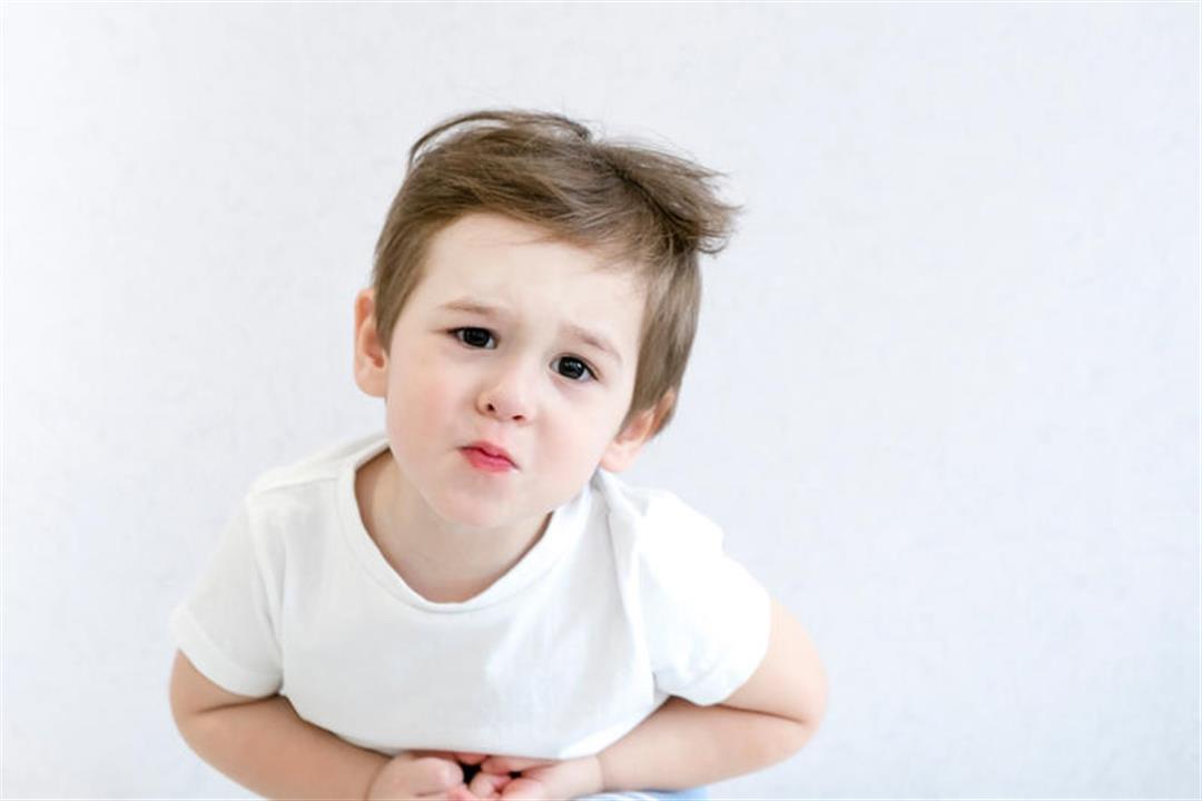 طفلك يعاني من آلام البطن؟.. تعرفي على الأسباب المحتملة
