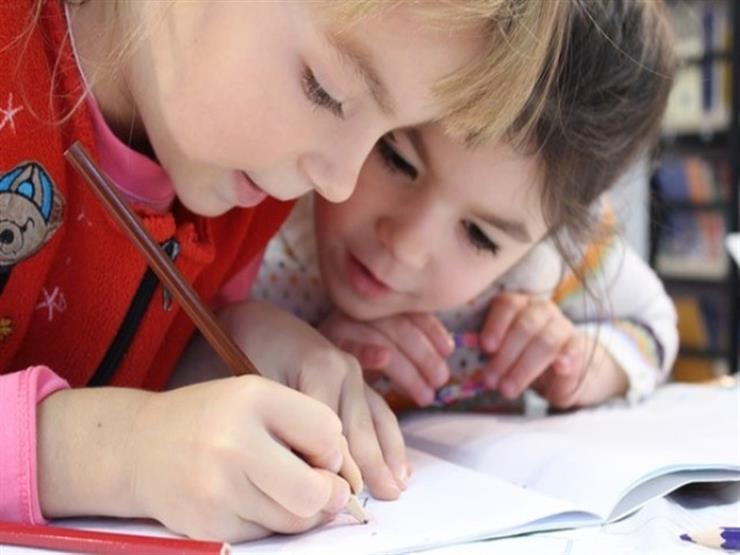 لو بيهربوا من المذاكرة.. أفكار بسيطة لتشجيعهم على عمل الواجب