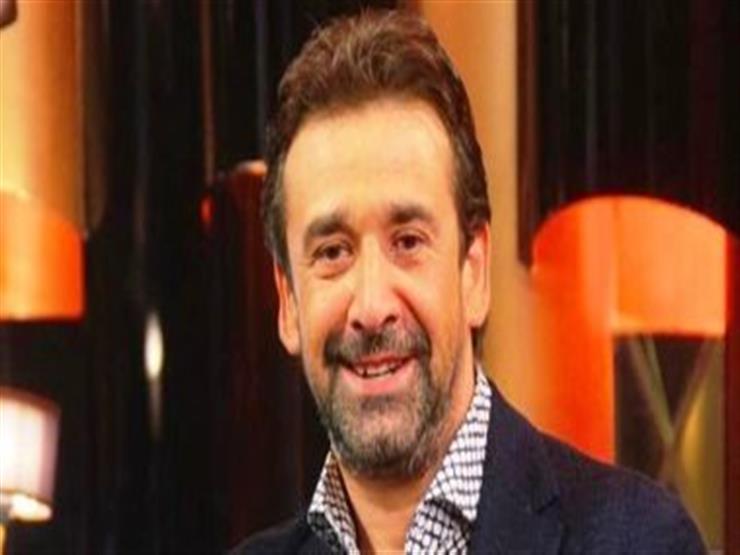 """كريم عبدالعزيز يشيد بأغنية قادرين: """"تحية كبيرة لكل النجوم الكبار"""""""