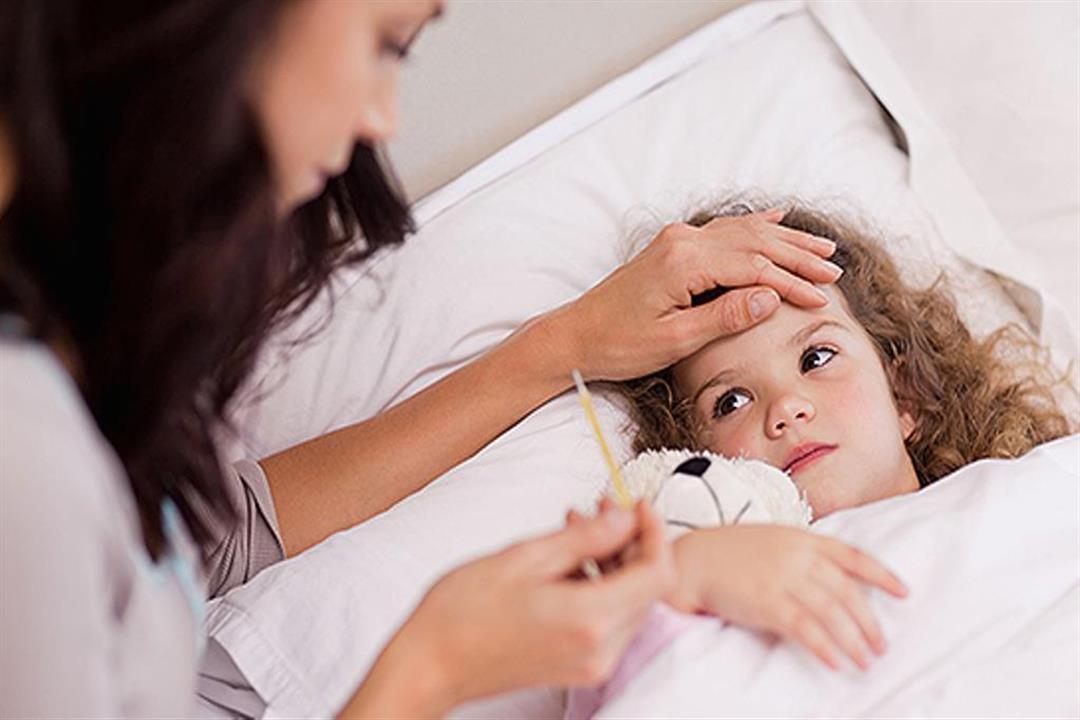 الكمادات مفيدة.. كيف تتعاملين مع ارتفاع حرارة طفلِك قبل الذهاب للطبيب؟