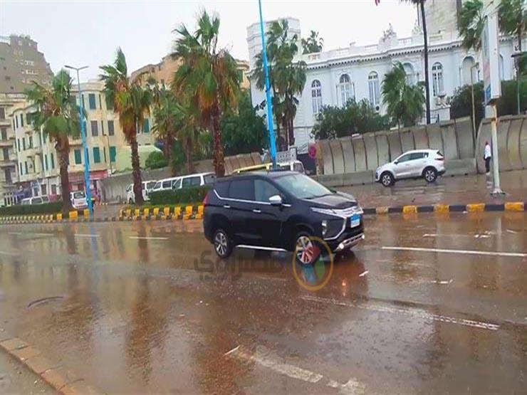 قبل الذروة.. نصائح مهمة لتفادي حوادث السير أثناء القيادة تحت الأمطار