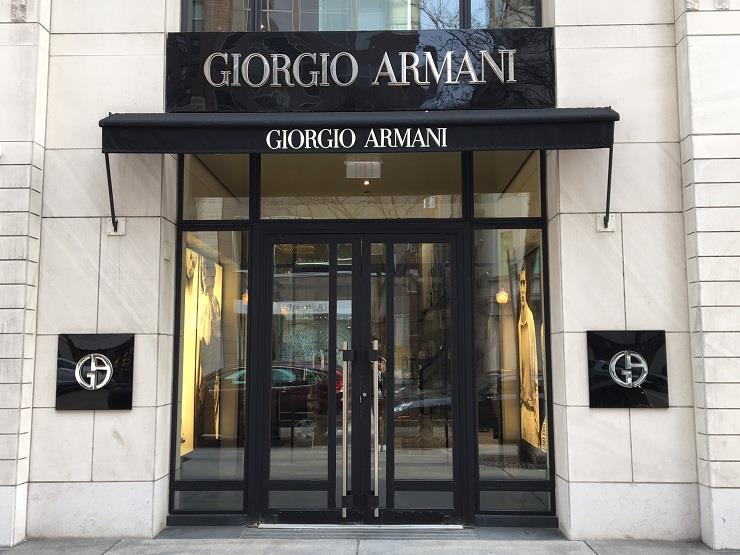 بسبب كورونا... دار أزياء إيطالية تقيم عرضها بدون جمهور