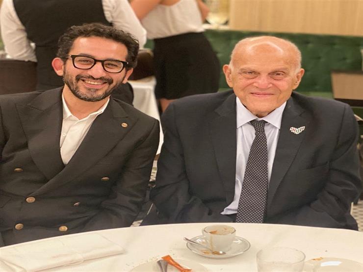 """أحمد حلمي ينشر صورة مع الدكتور مجدي يعقوب: """"دخلت التاريخ"""""""