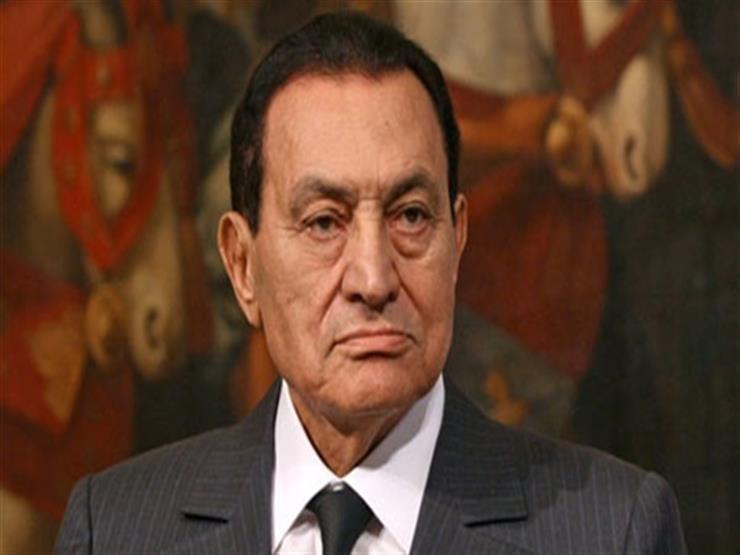 فيديو..جمال مبارك يحمل نعش والده في مسجد المشير