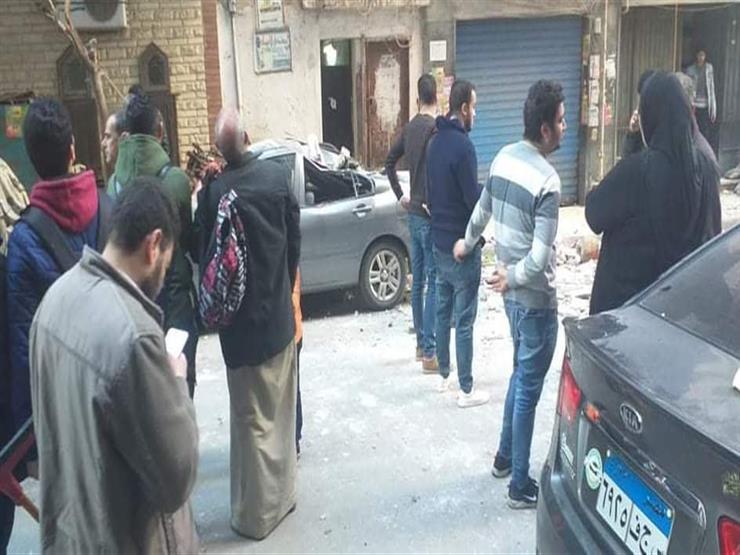 """بالفيديو- لحظة انهيار شرفة عقار بـ""""عروسين"""" في الإسكندرية"""
