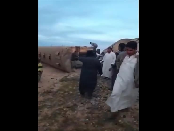 فيديو.. اللقطات الأولى لموقع انقلاب عربة قطار ركاب في مطروح
