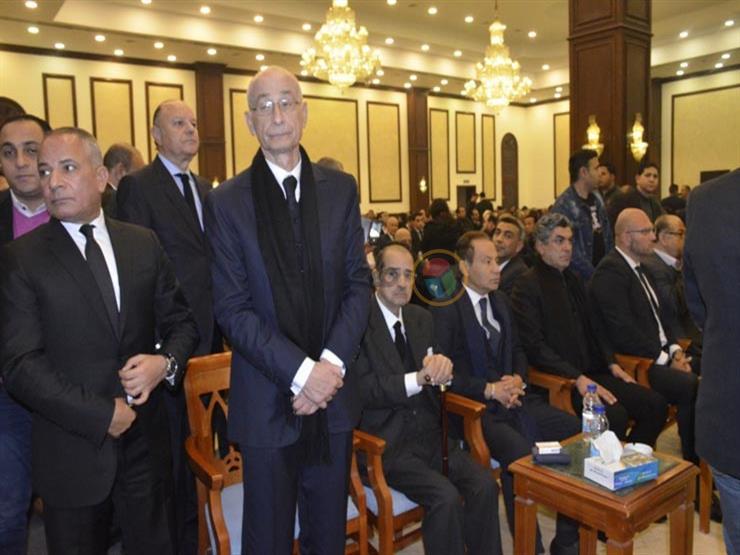 """رغم إصابته.. فريد الديب يشارك في عزاء """"حسني مبارك"""" (صور)"""