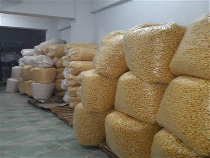 ضبط مصنع غير مرخص لإنتاج المقرمشات بالعبور