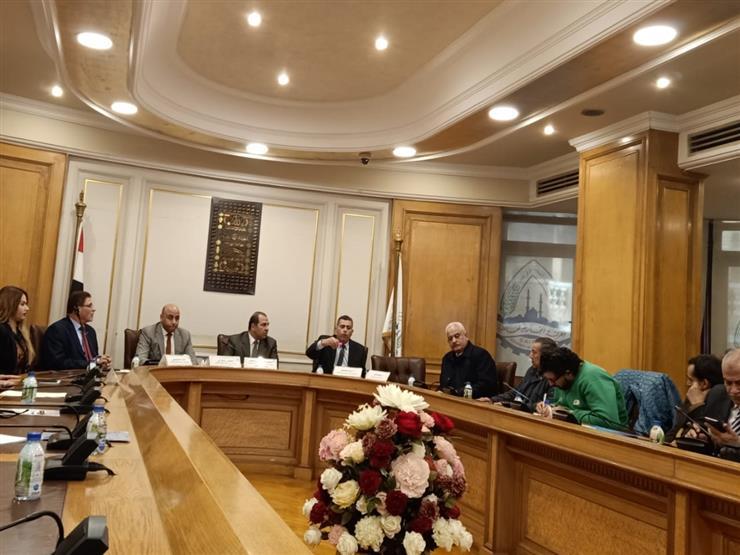 الضرائب تشرح أنواع الإقرارات وكيفية تقديمها بندوة لغرفة القاهرة التجارية