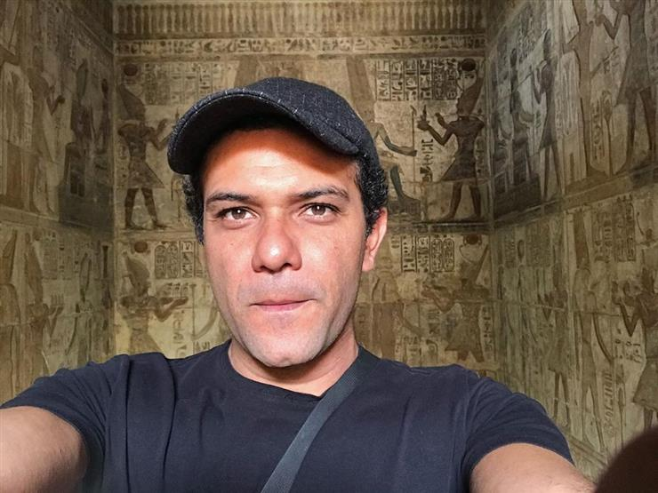 هل تشبهه آسر ياسين ينشر صورة لوالدته مصراوى