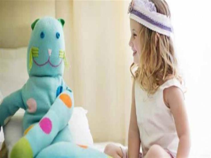 كيف تتعامل مع طفلك إذا كان لديه صديق خيالي؟