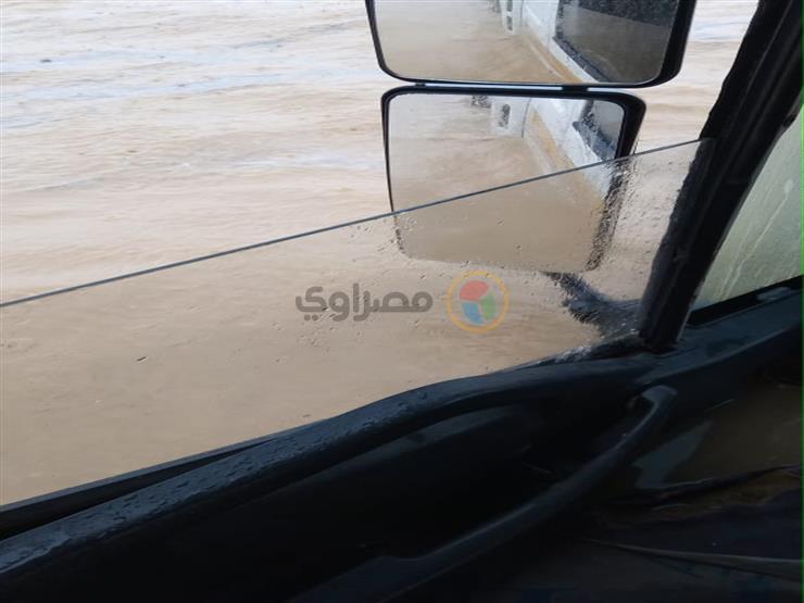 مياه الأمطار تغلق الطريق الصحراوي الشرقي بالمنيا