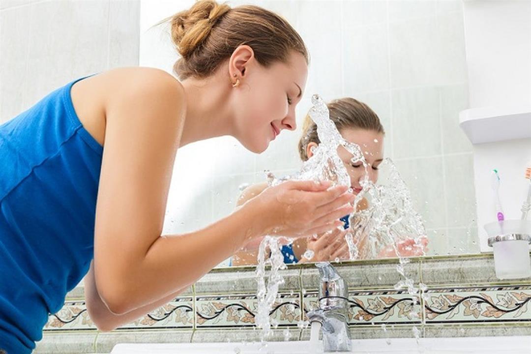 ماذا يحدث لبشرتك عند التوقف عن غسل الوجه يوميًا؟