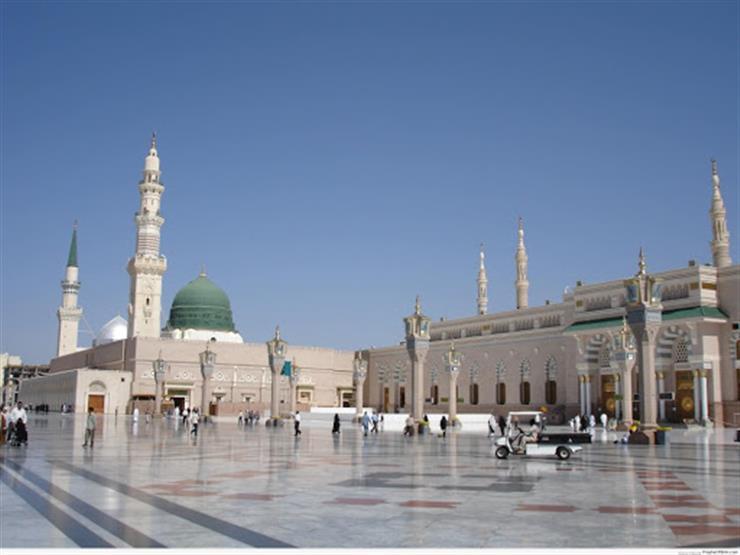 بالفيديو.. الحرم النبوي خاليًا وإمام المسجد يبكي في خطبة ...