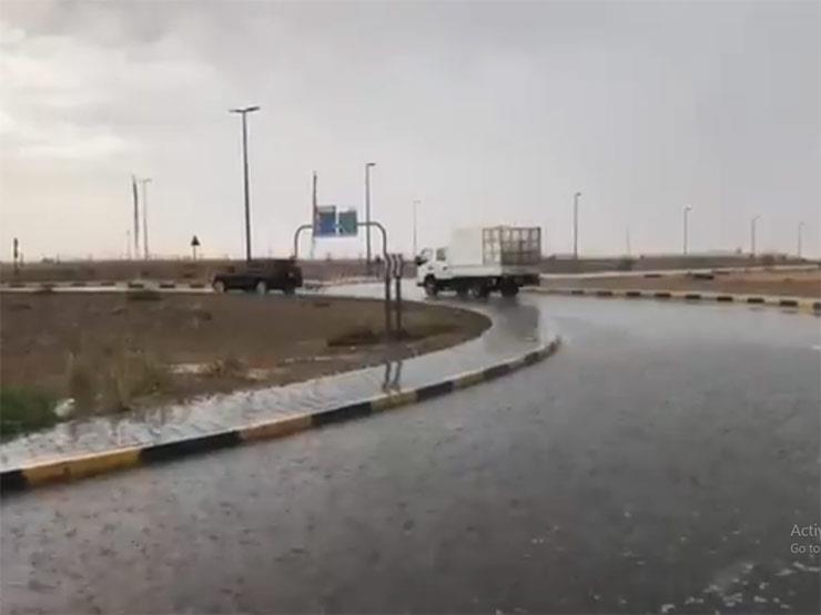 أمطار رعدية وطقس غائم في الإمارات..وأطول جبل يُسجل 12 درجة (فيديوهات)