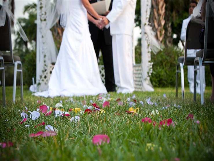 أول حفل زفاف على الإنترنت بسبب كورونا