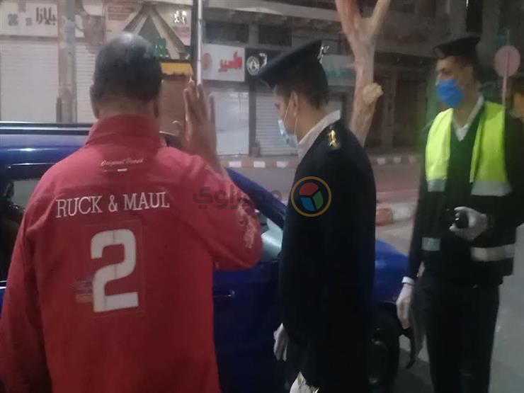 رغم الحظر.. مدير أمن قنا يوفر سيارة شرطة لتوصيل أسرة
