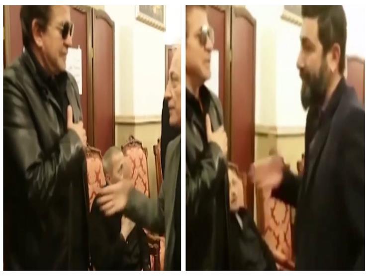 فيديو  بسبب كورونا.. وليد توفيق يرفض مصافحة المعزين في عزاء والدة جورج وسوف
