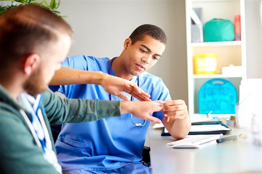 هل زرقة كف اليد تشير لمشكلة خطيرة؟.. إليك الأسباب والأعراض