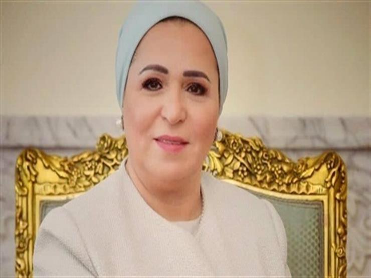 انتصار السيسي تشارك المصريين الاحتفال بيوم اليتيم