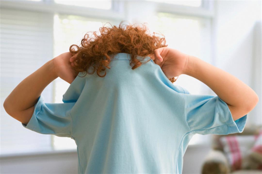أطباء يحذرون: تخفيف ملابس طفلِك الآن يعرضه لبعض الأمراض