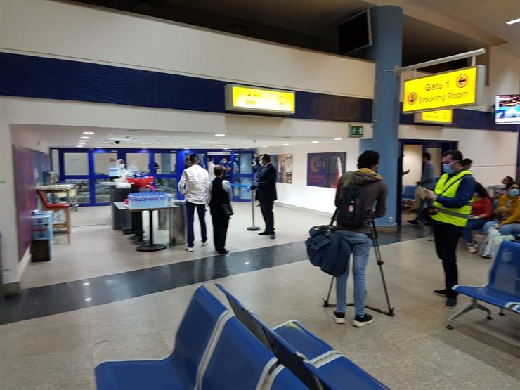 وصول 75 مصريًا من جنوب أفريقيا إلى مرسى علم ونقلهم لفندق العزل