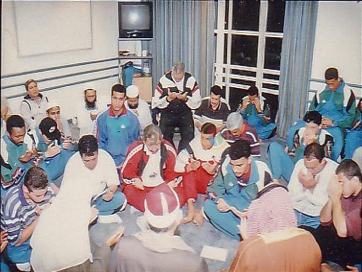 صورة وحكاية (8) معسكر المنتخب أفريقيا 96.. تراويح وقرآن بعد التمرين