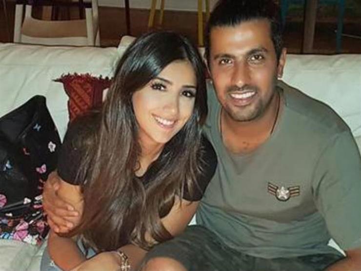 صورة| محمد سامي وزوجته مع عمرو دياب ودينا الشربيني في أماكن السهر