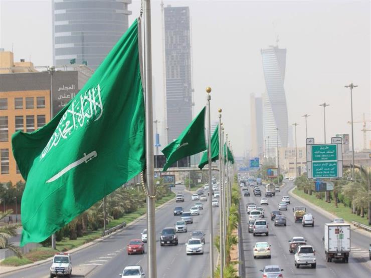 رغم قرار فتح المساجد بالمملكة.. داعية سعودي: إذا خفت من كورونا يجوز لك تصلي بالبيت في هذه الحالة