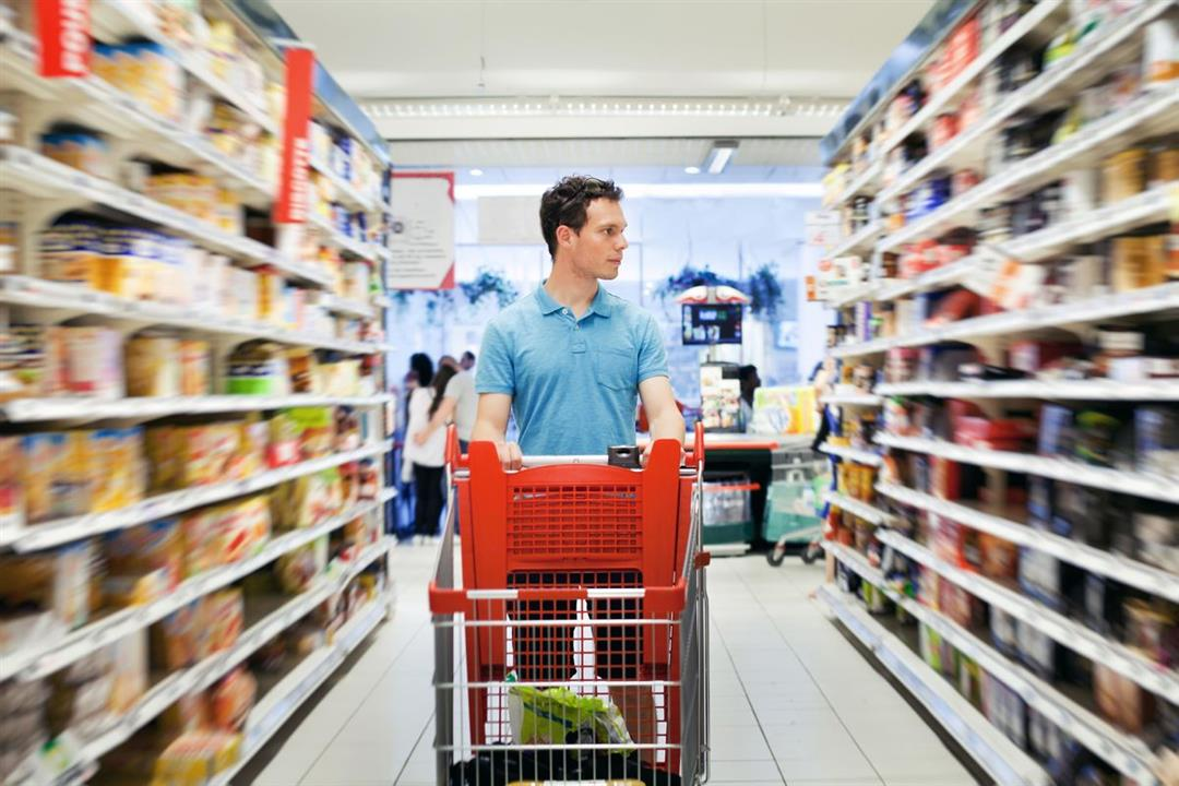 """للوقاية من كورونا.. """"الصحة العالمية"""" توضح الطريقة الآمنة للتسوق في العيد"""