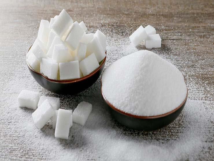 احذر الإفراط في تناول السكر.. إليك المخاطر