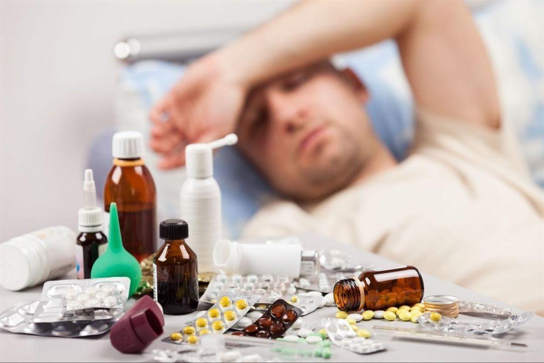 بالأدوية والفيتامينات.. طبيب يوضح الطريقة الصحيحة لعلاج كورونا منزليًا