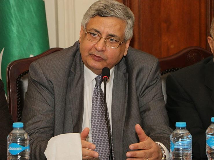 مستشار الرئيس للشئون الصحية يكشف موعد ذروة كورونا في مصر