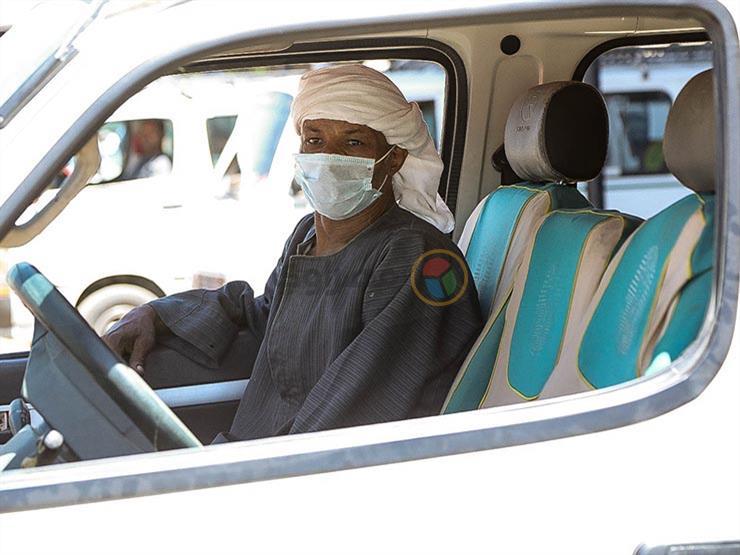 """""""مسئول عن سلامته"""".. الداخلية تعلن معاقبة السائقين حال عدم ارتداء راكب الكمامة الطبية"""