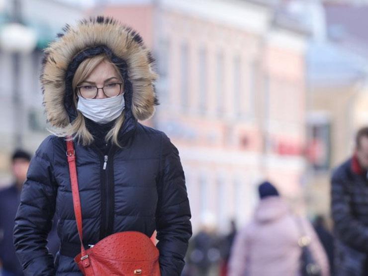كورونا في روسيا: الإصابات اليومية تعاود الارتفاع وانخفاض بالوفيات