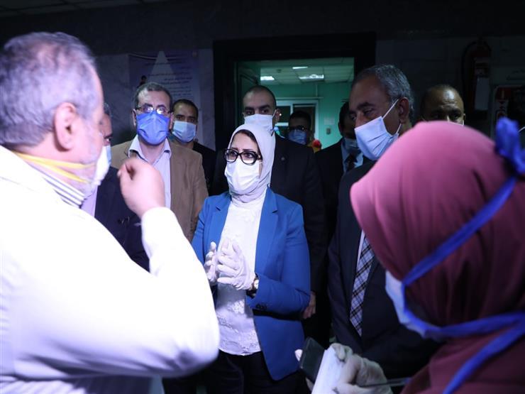 بعد زيادة الحالات.. قرار من وزيرة الصحة بشأن أسرة الرعاية وأجهزة التنفس في القاهرة