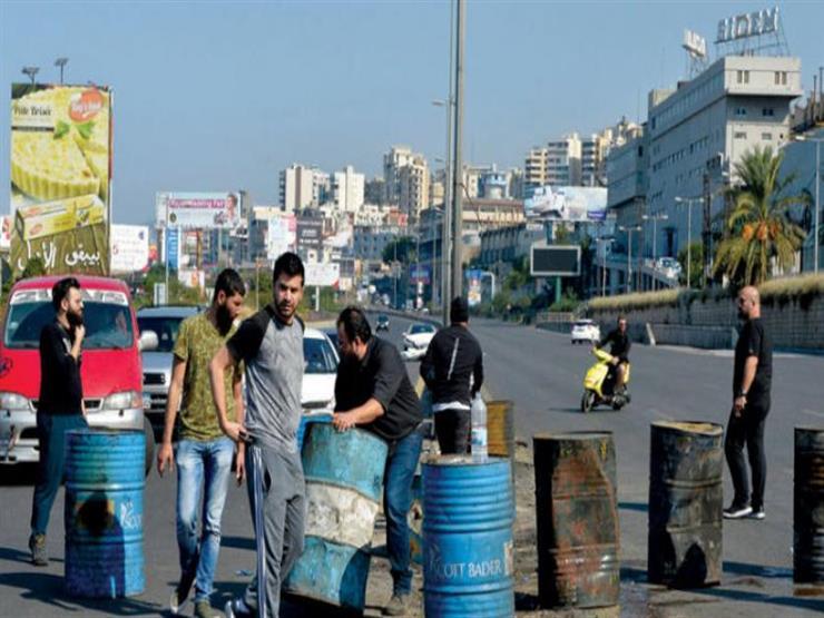محتجون يقطعون عددا من الطرق شمال لبنان بسبب الأوضاع الاقتصادية