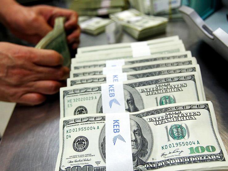 أسعار الدولار تعود للانخفاض مع نهاية تعاملات اليوم الاثنين