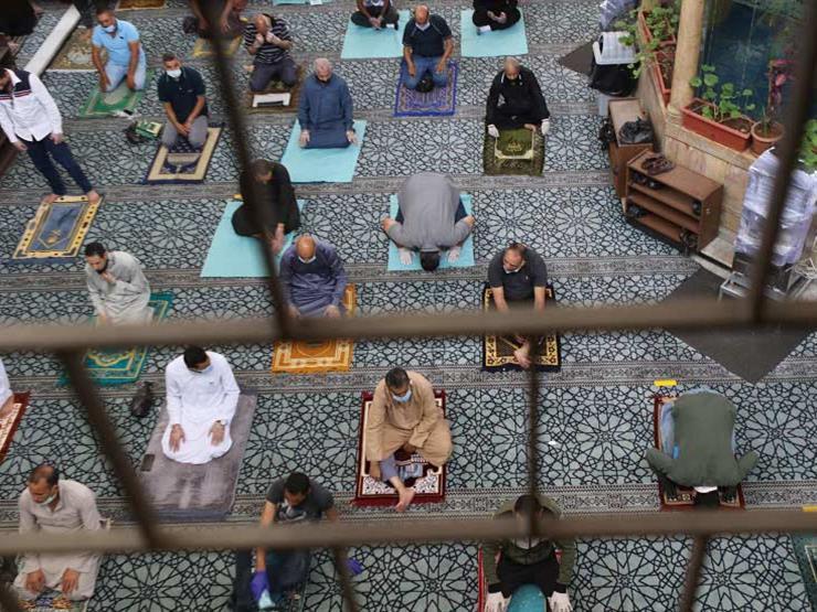 بالأدلة الشرعية.. البحوث الإسلامية يوضح حكم الصلاة حال التباعد في صفوف المصلين