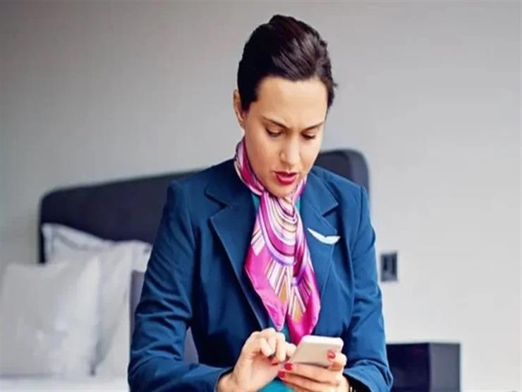 نصيحة مهمة لألم الرقبة.. انظر إلى أسفل الهاتف دون خفض الرأس