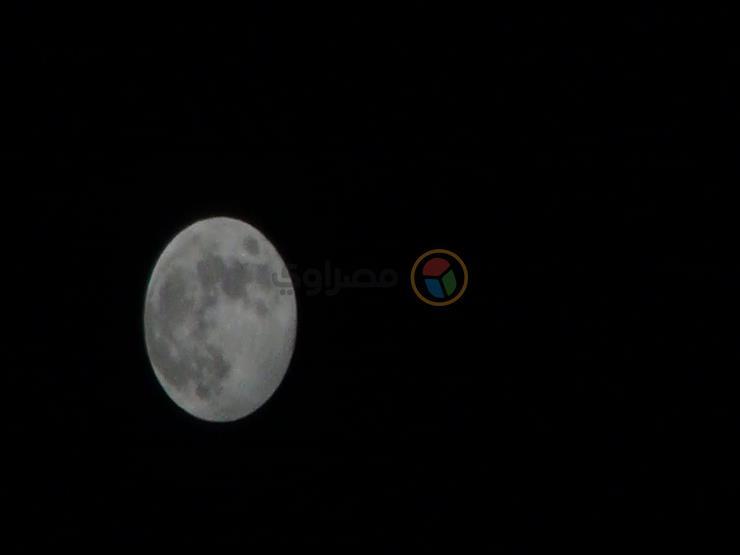 اختفاء القمر وظهور أجسام خافتة.. معهد الفلك يكشف عن ظاهرة تحدث في سماء العالم غدًا