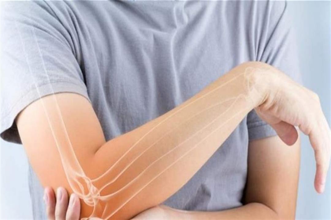 أبرزها الكمادات الدافئة.. 6 طرق طبيعية لعلاج تكسير الجسم وآلام العظام (صور)
